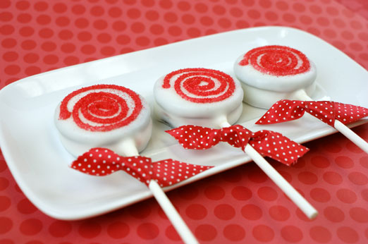 Peppermint Oreo Lollipops
