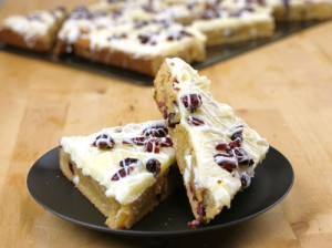 Copycat Cranberry Orange Bliss Bars @candiquik
