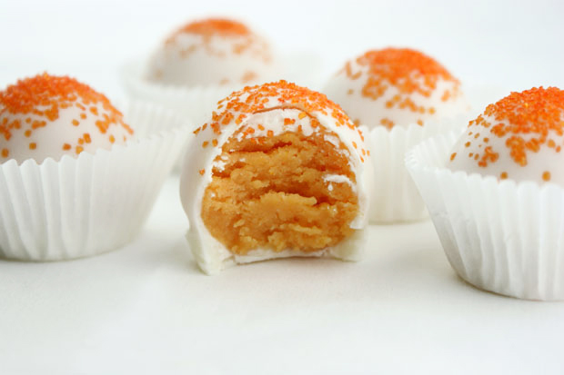 Orange Creamsicle Cake Bites | blog.candiquik.com | @candiquik
