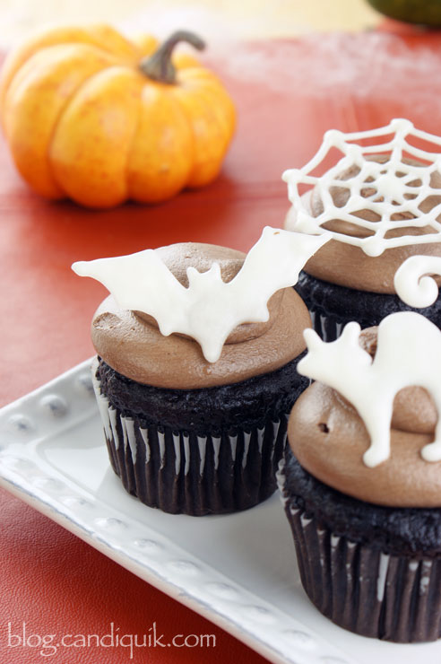 Easy Halloween Cupcake Toppers (free printable outline included!) @candiquik