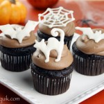 Easy DIY Halloween Cupcake Toppers | @candiquik