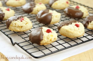 Cherry Chocolate Shortbread Cookies | @candiquik
